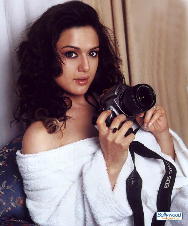 http://www.bollywoodimages.com/jpg/preity_zinta_020_spaa.jpg